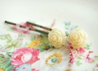65 small rose clips ivory 1