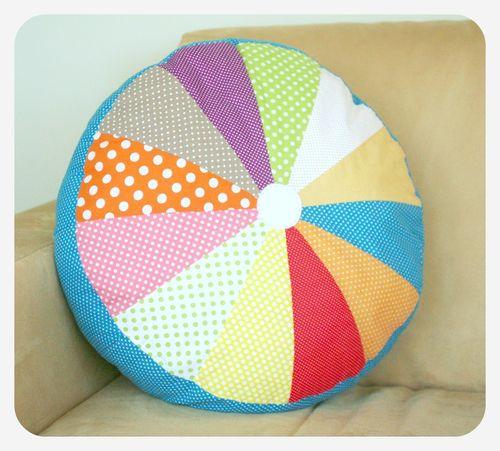 Round pillow 1
